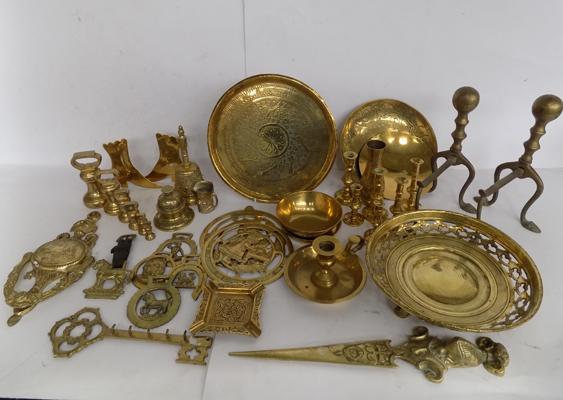 Box of brassware incl. weights