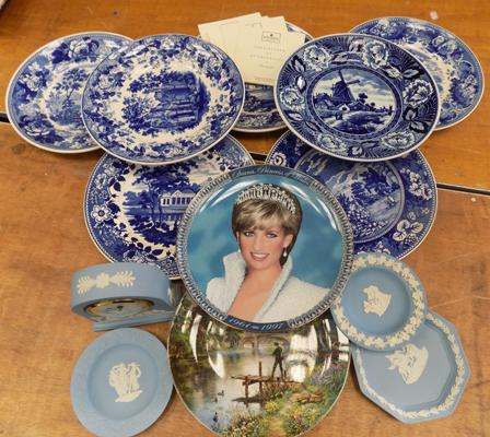 Collection of Wedgwood plates & Jasperware