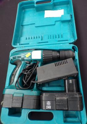 Makita 18 volt cordless drill, 2 good batteries & charger, W/O in box