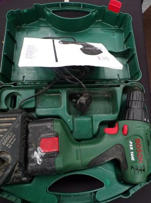 Bosch 14.4 cordless drill, one battery & charger in box
