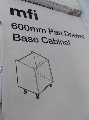 1x 600mm new boxed kitchen cabinet pan drawer base cabinet (more available at matching hammer price)
