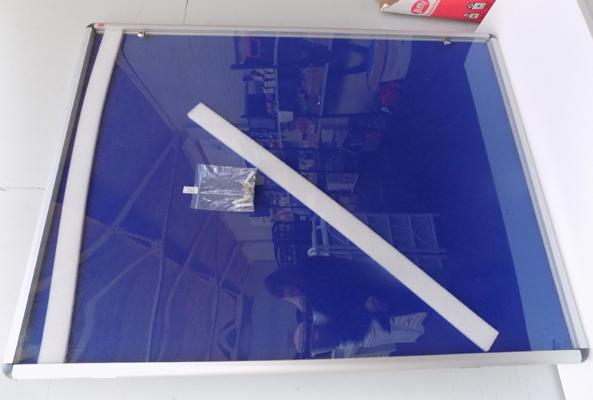 3ft x 4ft display case with keys - new