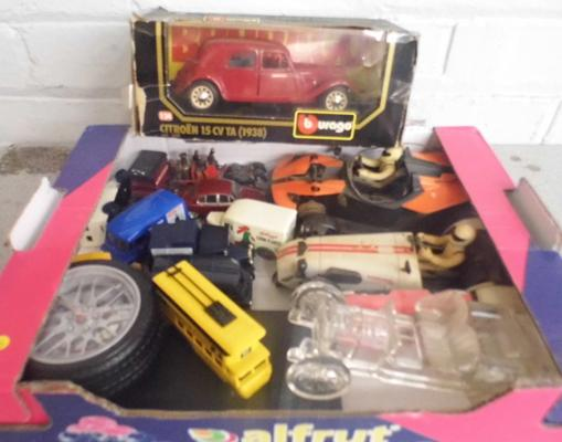 Selection of diecast vehicles & boxed Burago