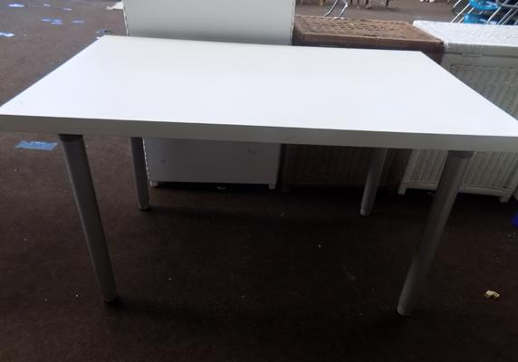 Small table with screw on legs - ideal for car boot sales