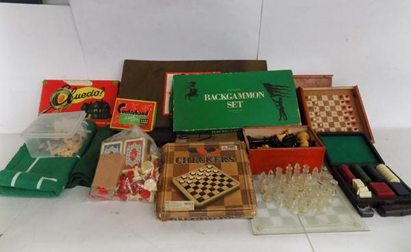 Mixed box of vintage games