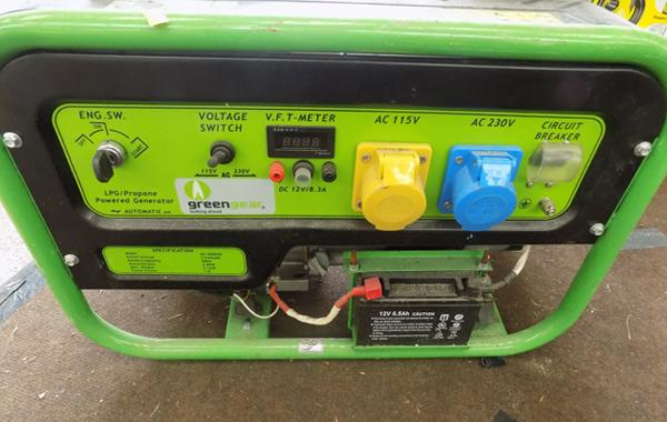 Greengear generator - LPG - 115v/240v output, includes power outlet, needs new regulator hose but otherwise working. Very low running hours, electric start, 3 kw