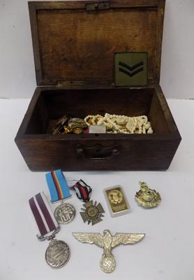 Collection of mixed militaria inc badges, medals & knives