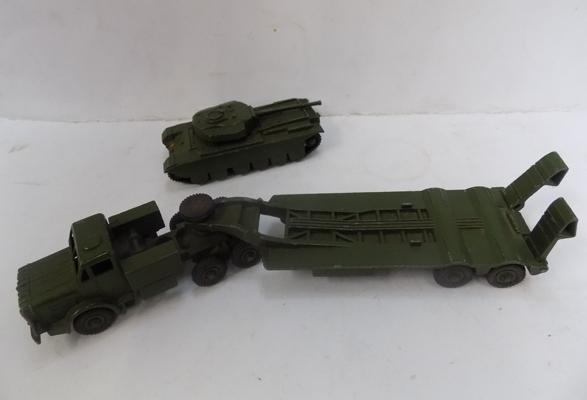 Dinky super toys tank transporter no.660 with dinky super toys centurion tank no.651 - good condition