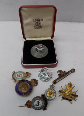 8x enamelled military badges inc WWII era sweetheart brooch