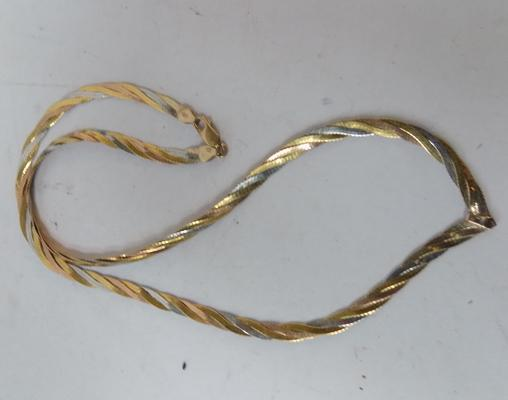 9ct gold tri-coloured necklace - 375 IBB of London