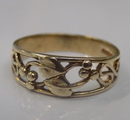 9ct gold Rennie Mackintosh style ring - size O