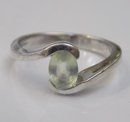 9ct white gold pale stone solitaire - size N1/2