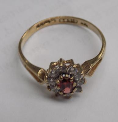 9ct gold garnet and white stone cluster - size M1/2