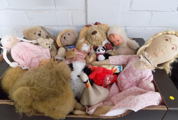 Box of collectable teddys & vintage toys