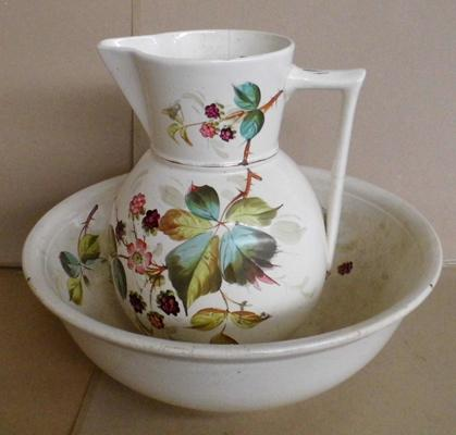 Vintage large wash bowl & jug (approx 13 inches high)