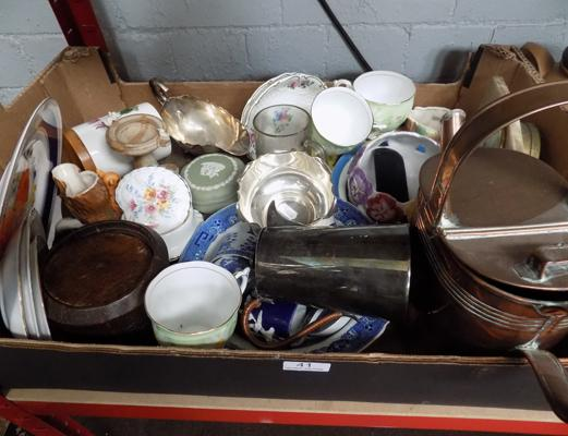 A collection of mixed items, incl. antiques & mixed collectables