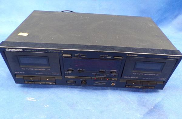 Pioneer stereo twin cassette player - model CT-W601R