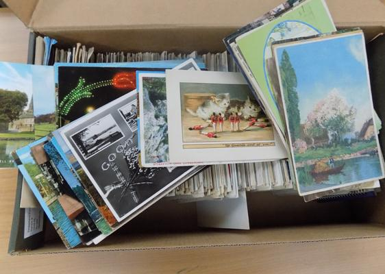 Box of 1000 postcards and letter cards