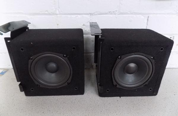 Set of two speakers,  W/O