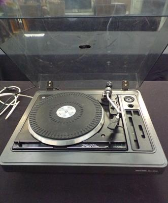 Realistic turntable