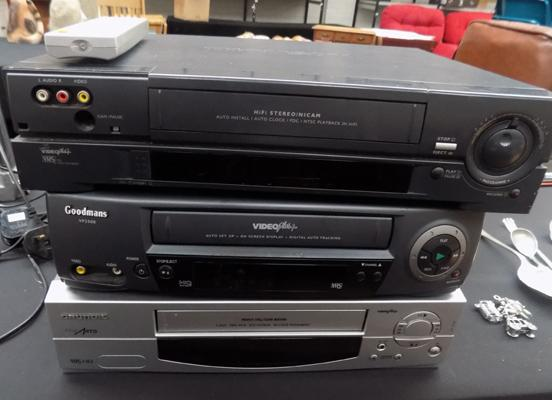 3 videos VHS retro players