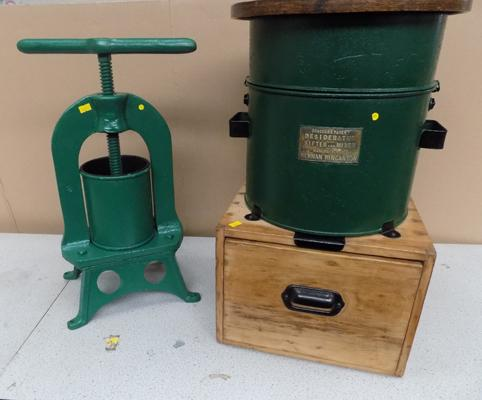 Breacher's patent powder sifler and mixer with press