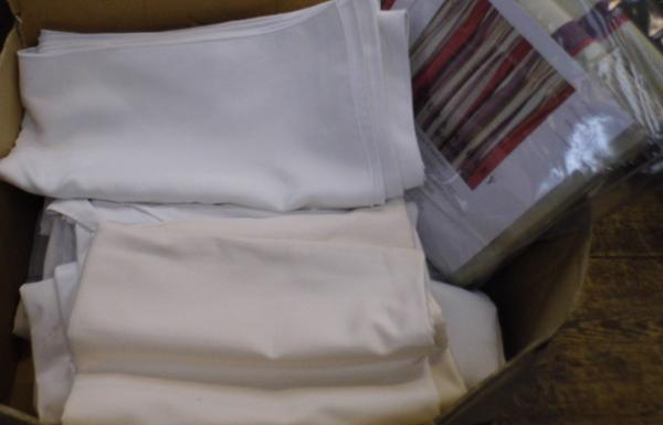 Box of linen incl. table cloths