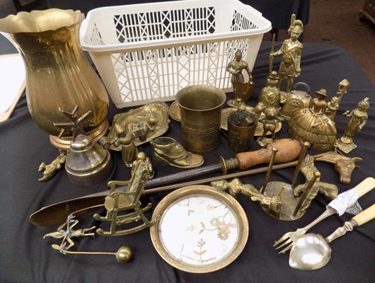 Selection of brass, incl. figures, bells etc...