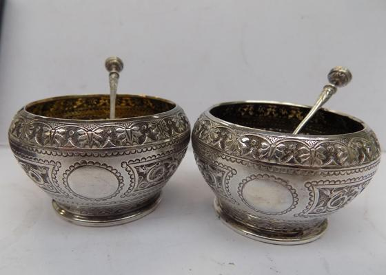 Pair of Victorian solid silver salts with matching spoons - London 1877