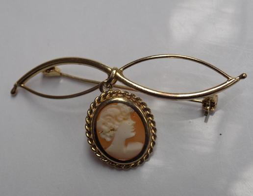 9ct Gold brooch with cameo