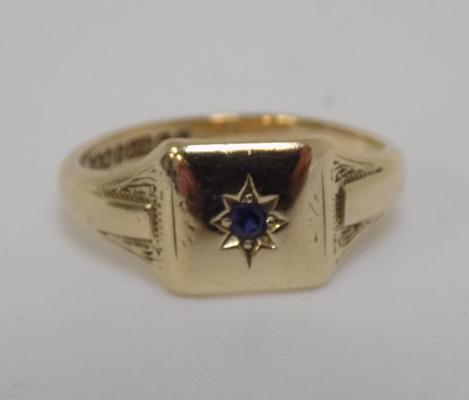 Vintage 9ct gold signet ring set with sapphire, size M 1/2