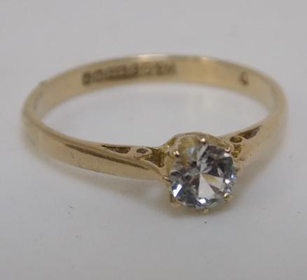 9ct gold solitaire ring, size N 1/2