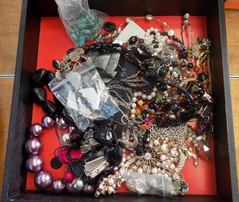 Tray of mixed costume jewellery