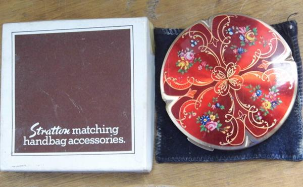 Stratton enamel compact with box