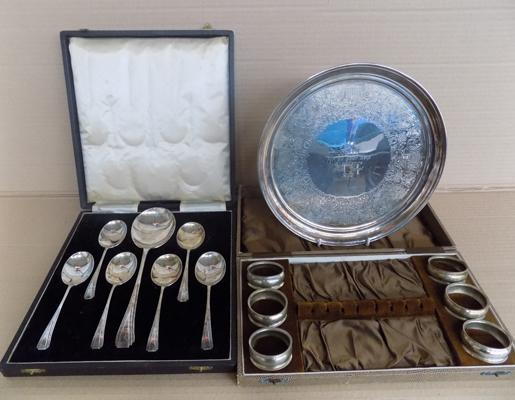 Boxed art deco spoon set - serviette rings and silver plated silver