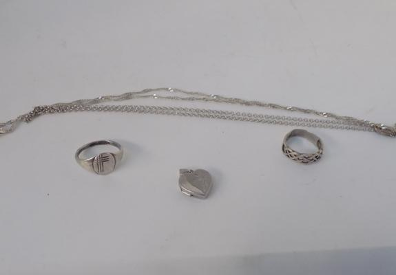 2 silver rings - 2 chains and heart pendant