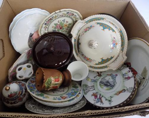 Large selection of pottery and ceramics incl. Wedgwood, Royal Worcester