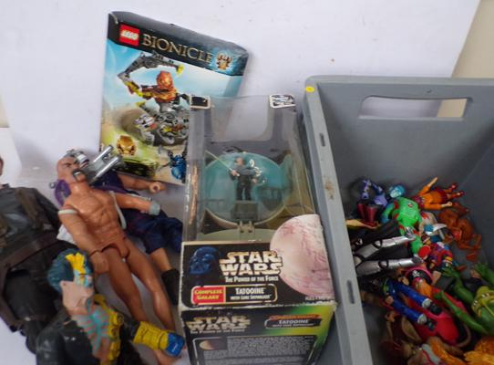 Box of action figures incl. Star Wars, Action Man, Biker Mouse and Scooby Doo