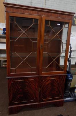 Display cabinet with glass shelves