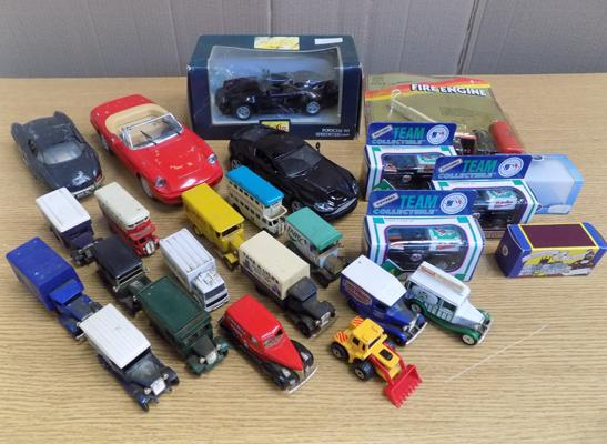 Box of diecast cars, boxed Corgis & loose + 4 large scale collector's cars