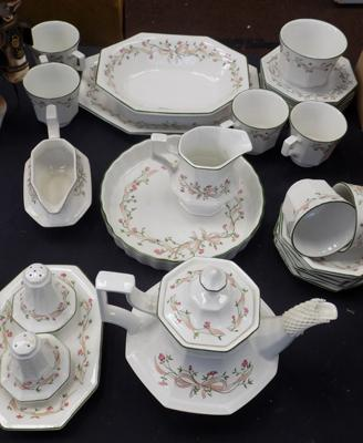 Mixed lot of Eternal Beau pottery