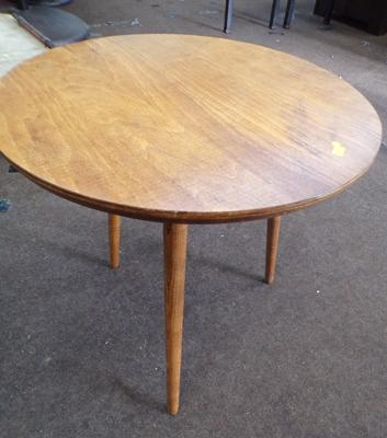 Occasional table with removable legs - 20 inch diameter & 19 inches high