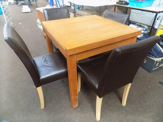 Oak veneer table & four leather chairs, 31.5 inches square, extends to 63 inches (damage to table edge)
