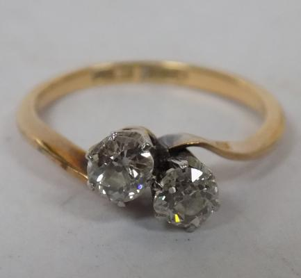 18ct gold & platinum ring with two large diamonds. Size K 1/2