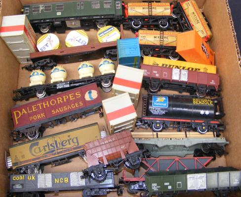 Assortment of carriages & rolling stock