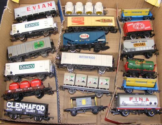 Assortment of 18 rolling stock