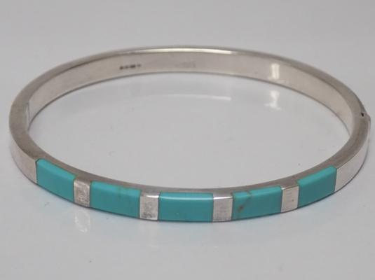 I.B.B. 925 silver bangle with inlaid turquoise gemstones