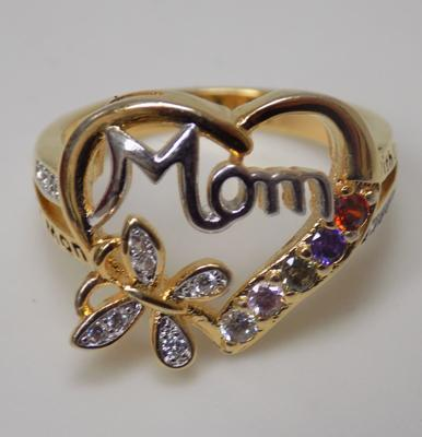 Gold on silver heart ring 'Mom'