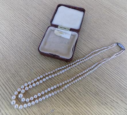 1940's Bakelite jewellery box containing double string of antique pearls with silver clasp & stones