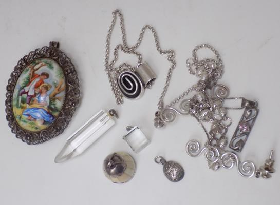 Good selection of silver jewellery